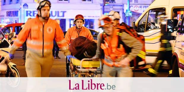 Medics carry the woundeds to the ambulances near Le Petit Cambodge restaurant in the 11th district after a drive-by shooting killing 11 people, November 14, 2015, Paris, France. At least 142 people were killed deadly shootings and explosions took place in several neighbourhoods of Paris.Photo by AA/ABACAPRESS.COM Reporters / Abaca