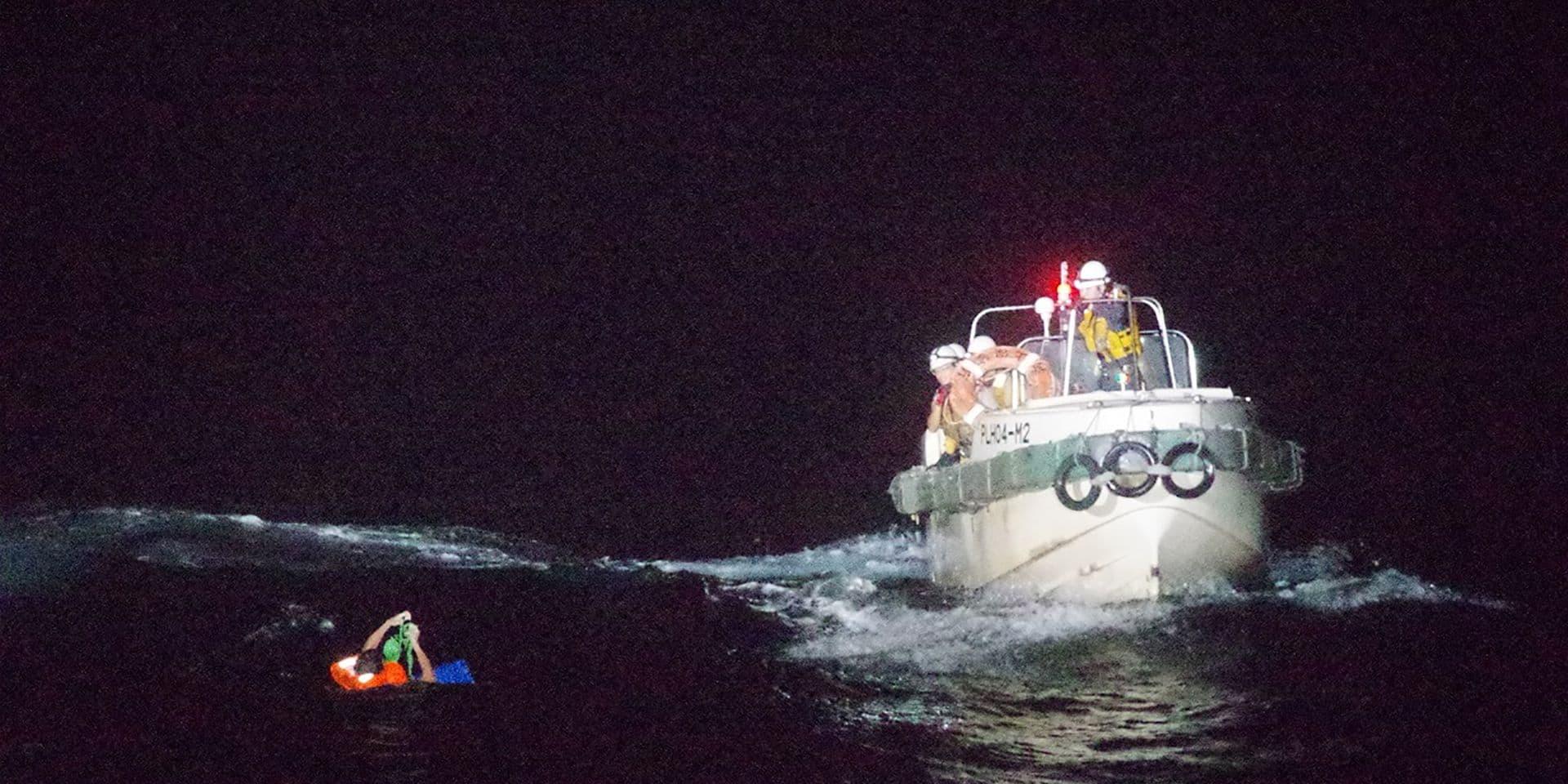 Cargo naufragé en mer de Chine: un décès confirmé, 41 marins toujours disparus