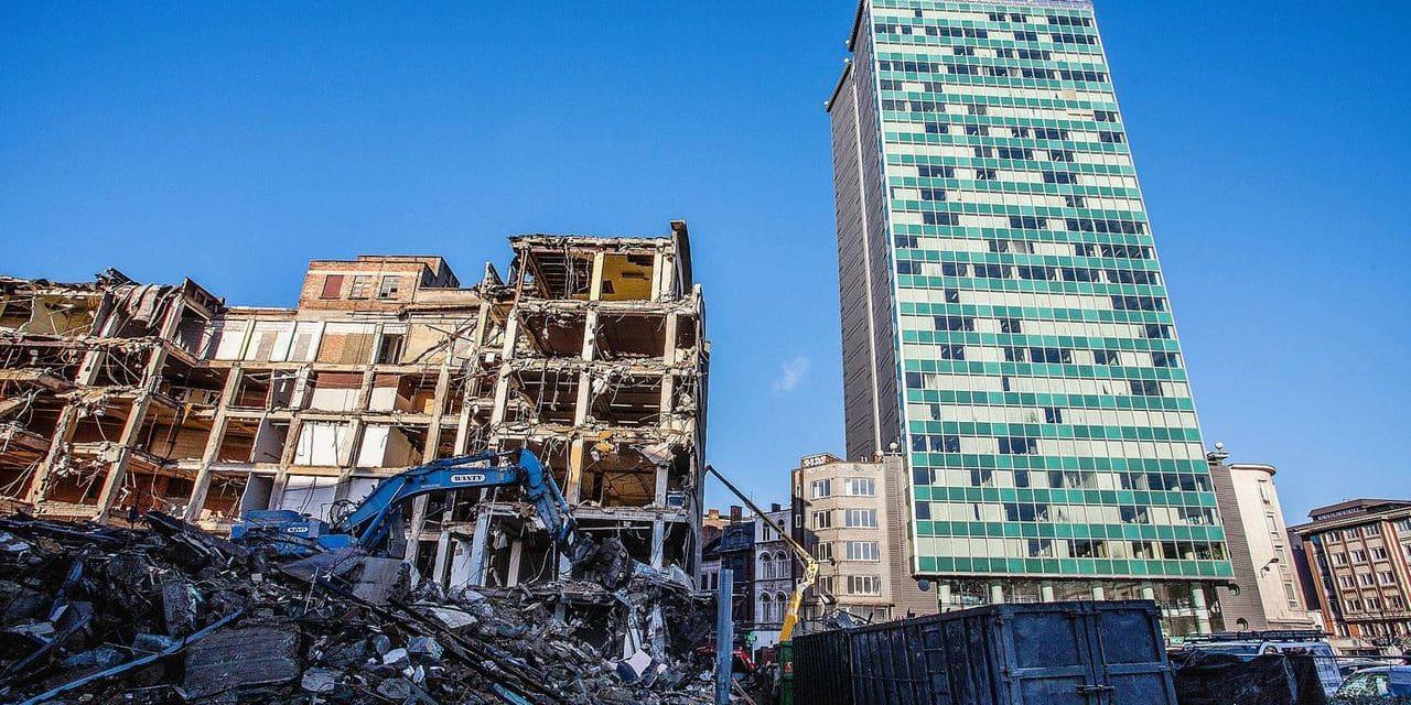 Travaux de destruction en cours à la ville basse de Charleroi du projet Rive Gauche, ici la Tour Albert sur la place Albert 1er 12/02/2014 PICTURE NOT INCLUDED IN THE CONTRACT