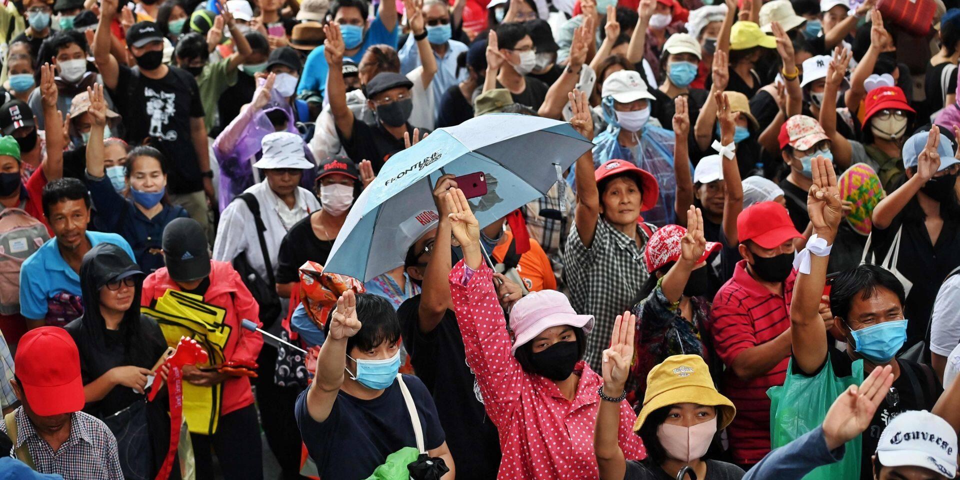 """""""C'est un tournant dans l'histoire de la Thaïlande"""": plusieurs dizaines de milliers de manifestants à Bangkok contre le gouvernement"""