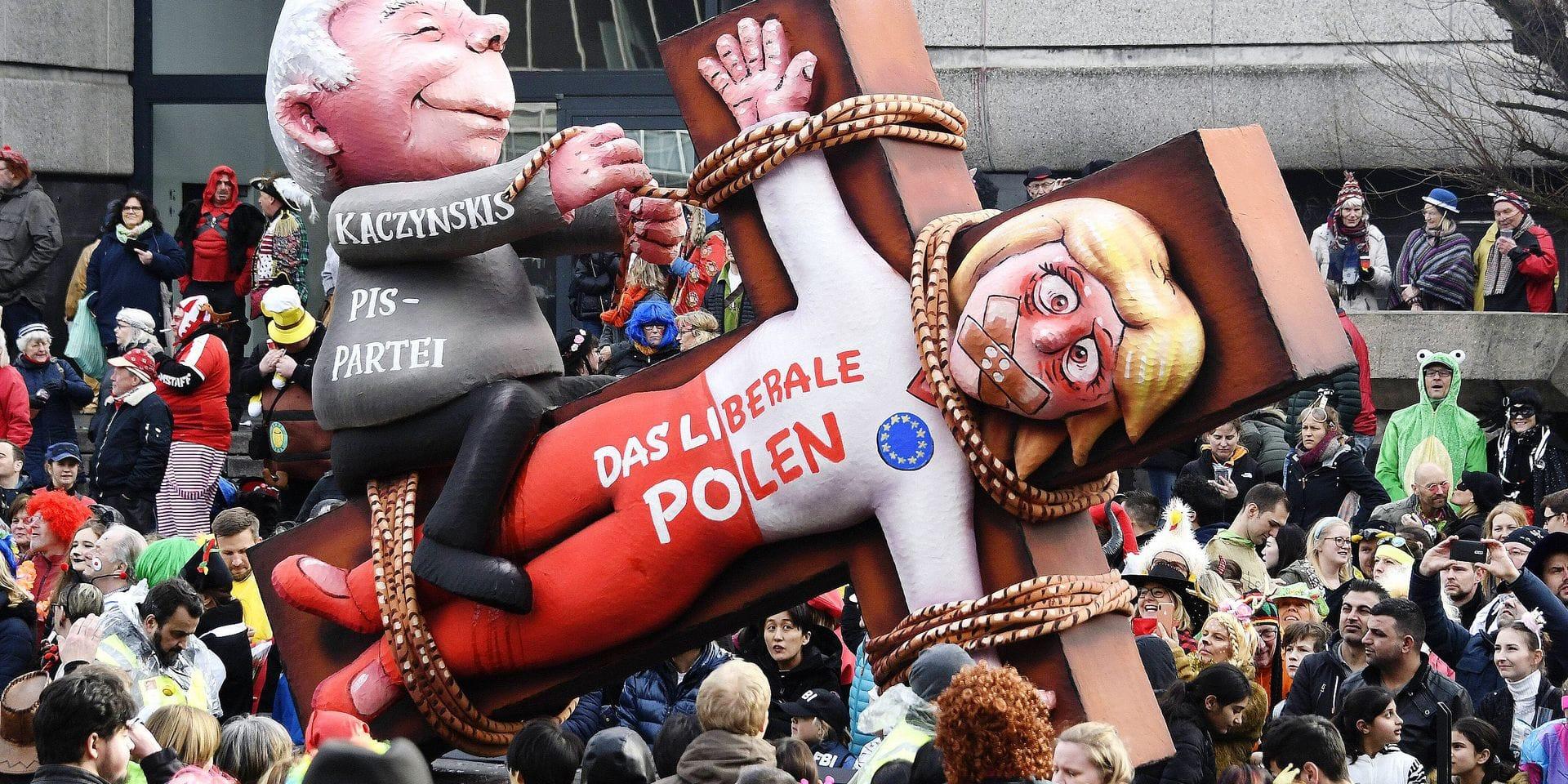 Deutschland NRW Düsseldorf Karneval Rosenmontag Rosenmontagszug Themenwagen von Jaques Tilly