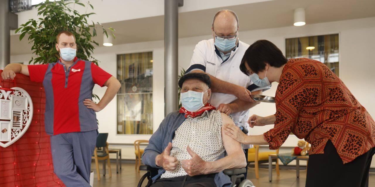 Jos Hermans, le premier Belge vacciné contre le Covid-19, vient de recevoir la deuxième injection