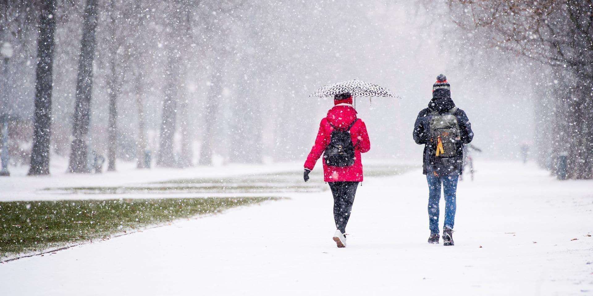 10 à 25cm de neige, vents violents, plaques de givres : l'IRM annonce un dimanche très hivernal !
