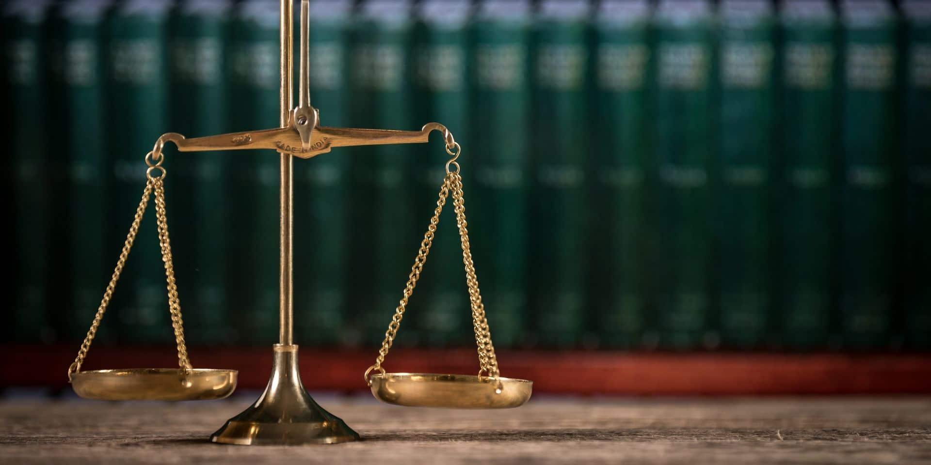 """Une jurée d'assises risque gros après s'être répandue sur Facebook: """"Je voulais la perpétuité"""""""