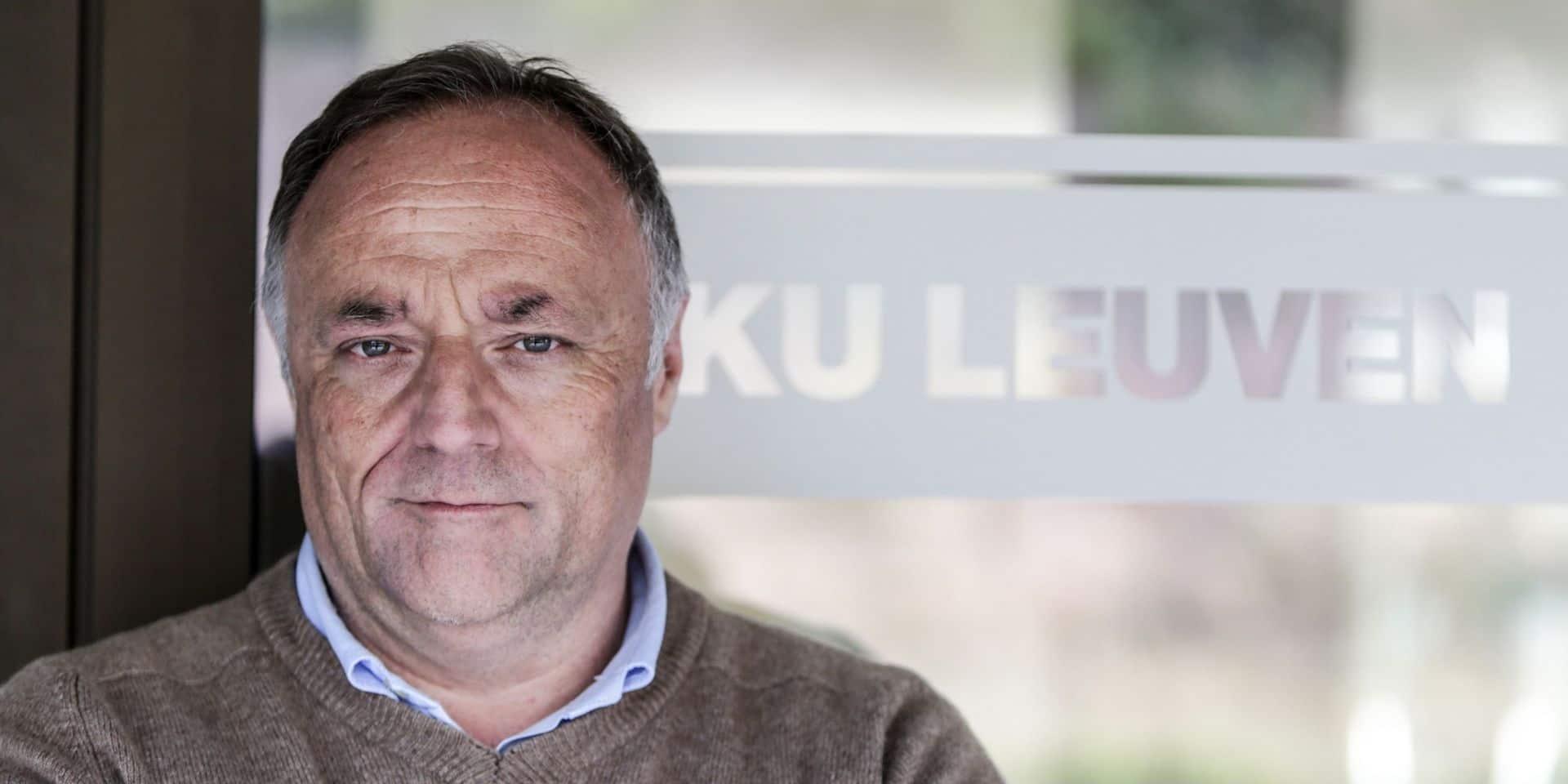"""Les mesures prises à Bruxelles sont un """"signal clair"""" de la gravité de la situation, selon Marc Van Ranst"""