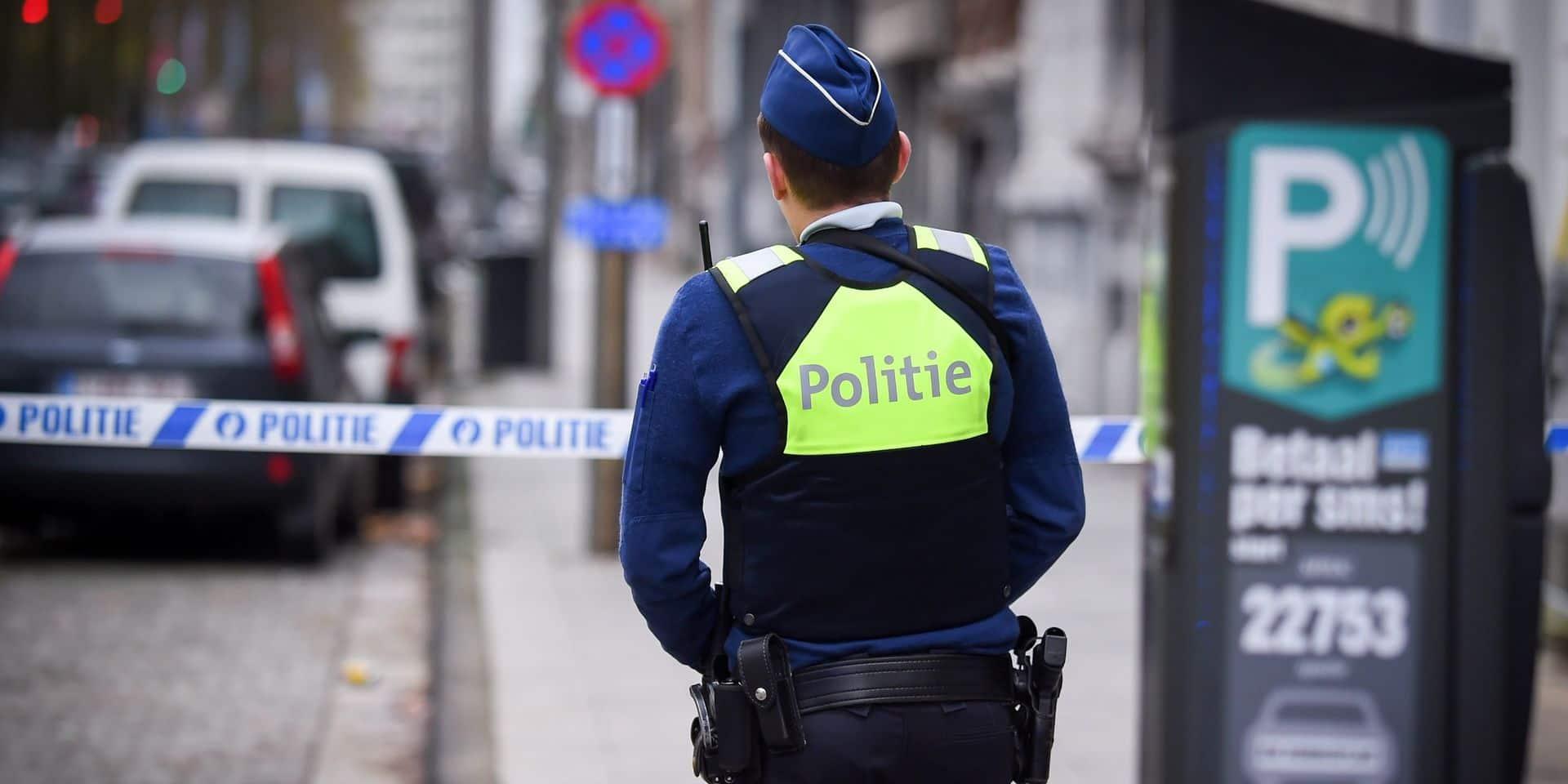 Deux personnes arrêtées pour avoir craché et toussé vers des policiers à Anvers
