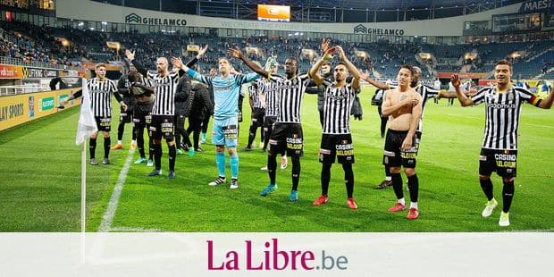 Charleroi's players celebrate after winning the Jupiler Pro League match between KAA Gent and Sporting Charleroi, in Gent, Friday 04 May 2018, on day seven (out of ten) of the Play-Off 1 of the Belgian soccer championship. BELGA PHOTO KURT DESPLENTER