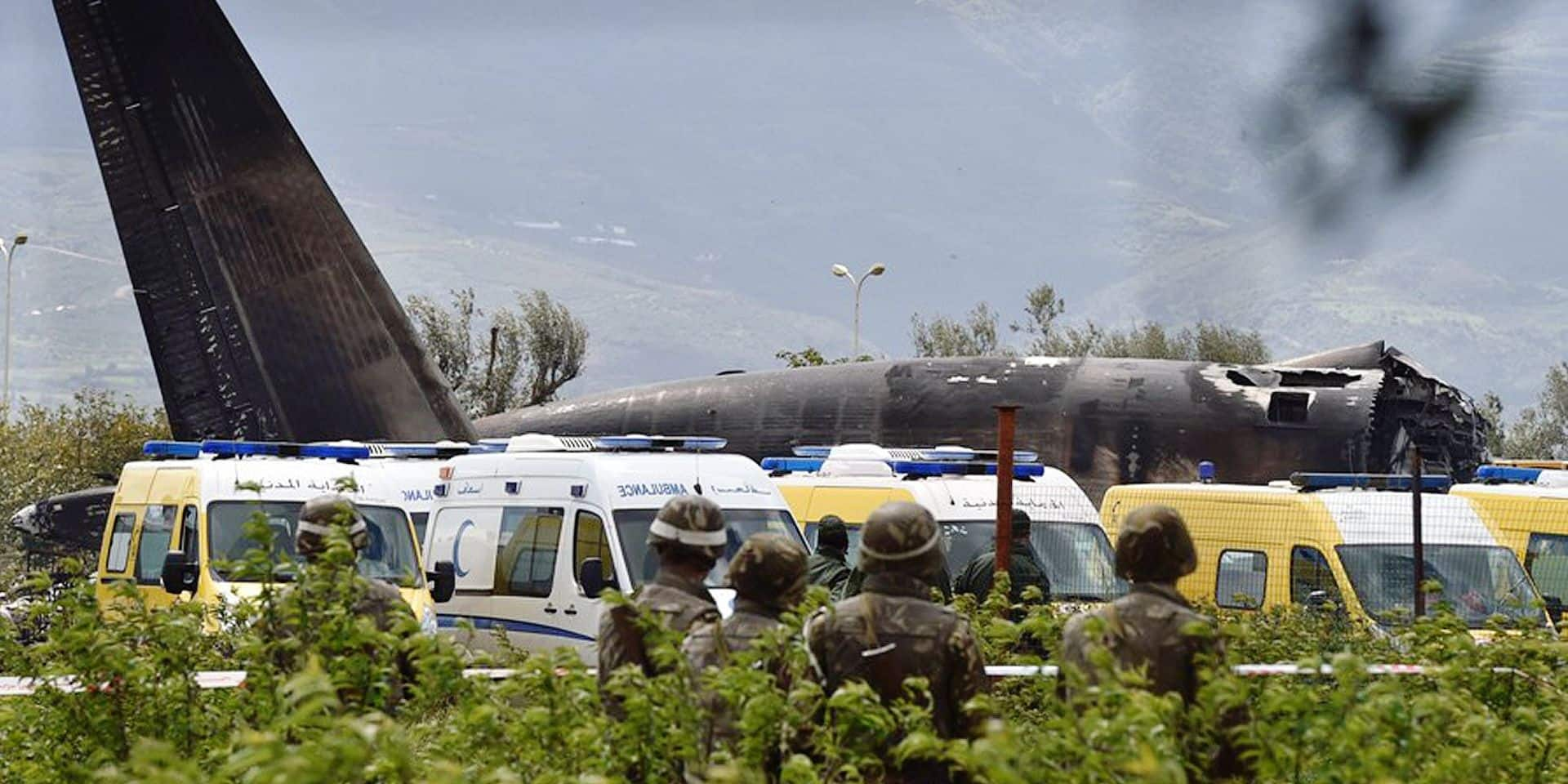 Rescuers and security forces are seen around the wreckage of an Algerian army plane which crashed near the Boufarik airbase from where the plane had taken off on April 11, 2018. The Algerian military plane crashed and caught fire killing 257 people, mostly army personnel and members of their families, officials said. / AFP PHOTO / Hasan MROUE AND RYAD KRAMDI