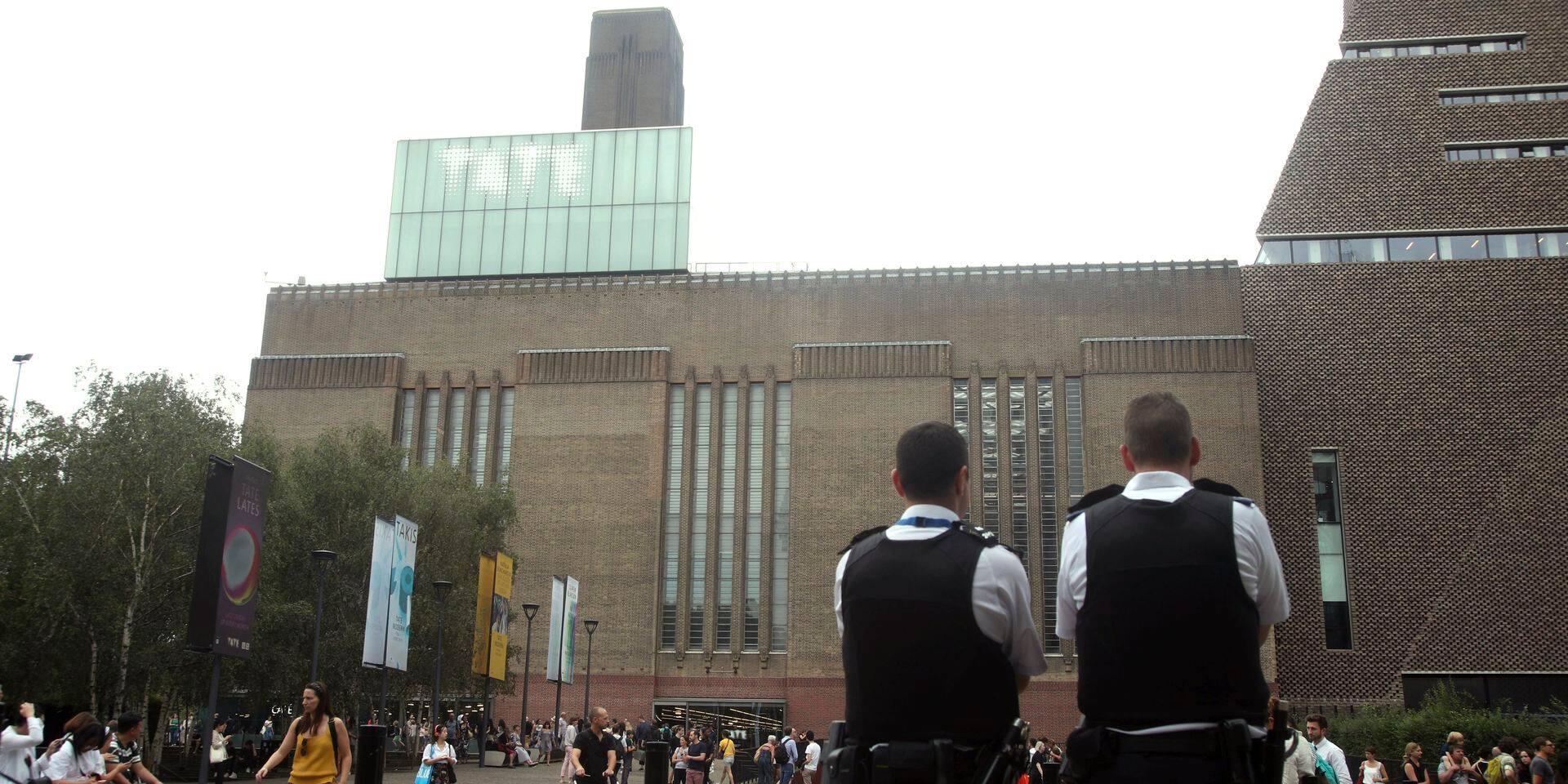 Garçon poussé du 10e étage d'un musée à Londres: le suspect inculpé de tentative de meurtre