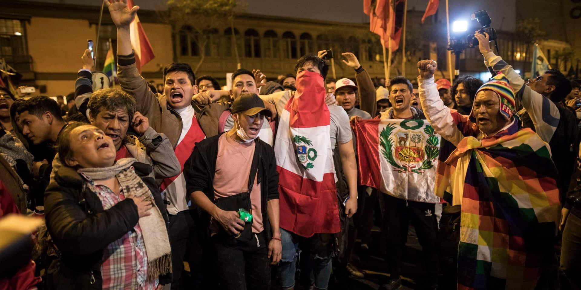 Confusion politique au Pérou: le président dissout le Parlement, qui riposte en le suspendant