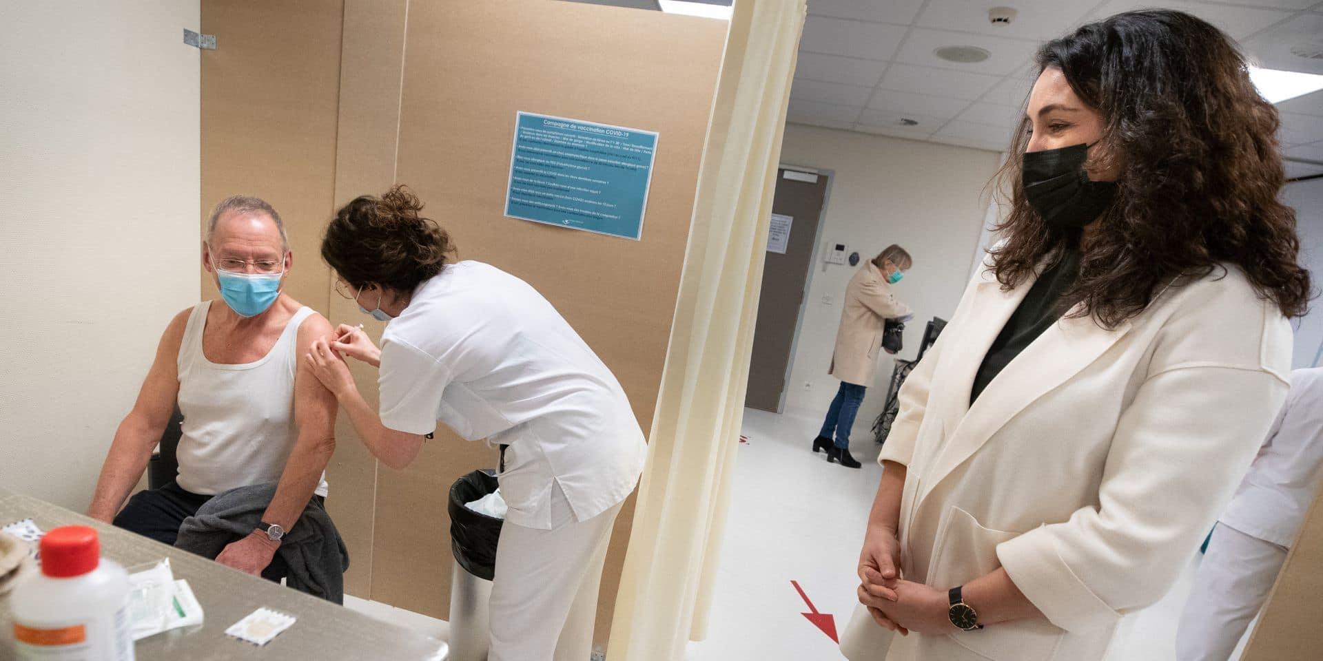 La vaccination wallonne coûtera-t-elle à la Flandre ? Le coût du vaccin prend une tournure communautaire