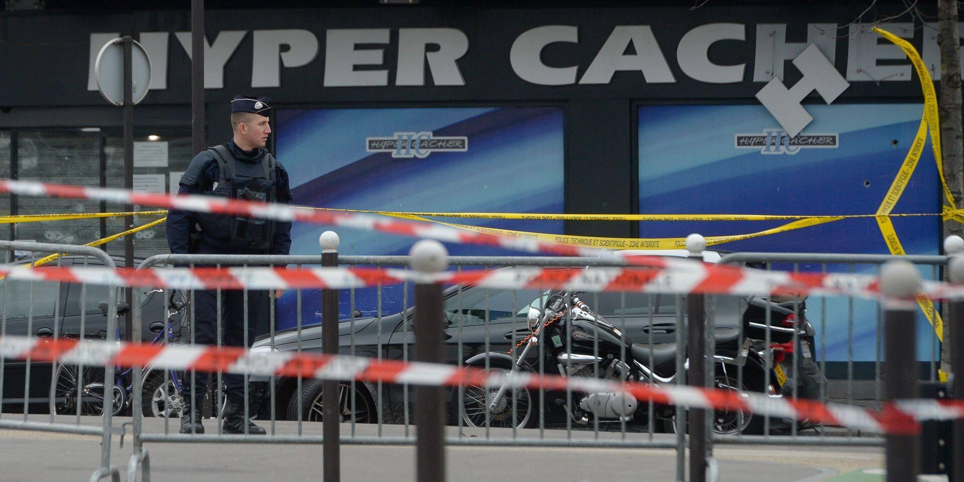 Paris - Porte de Vincennes: prise d'otages de l'hyper kasher de la porte de Vincennes: Des représentants de toutes les religions viennent rendre hommage aux victimes de Amedy Coulibaly