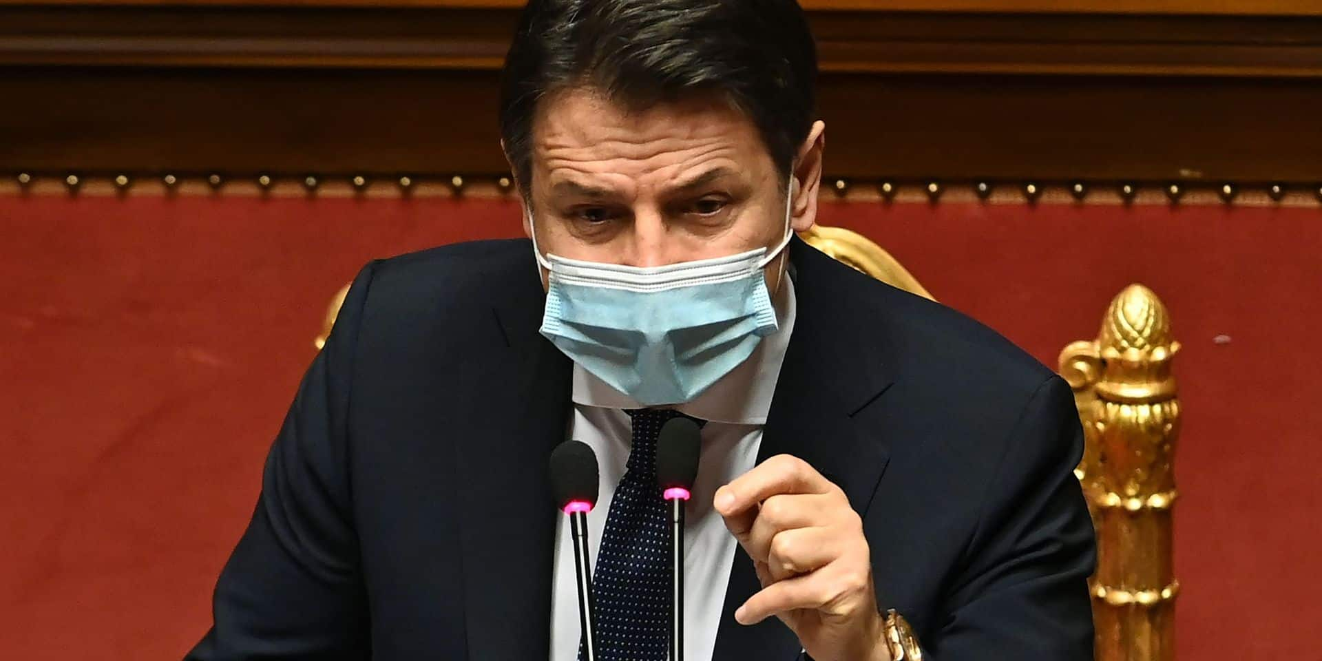 """En Italie, une crise politique se rajoute à la crise sanitaire: """"Nous sommes face à une urgence"""""""