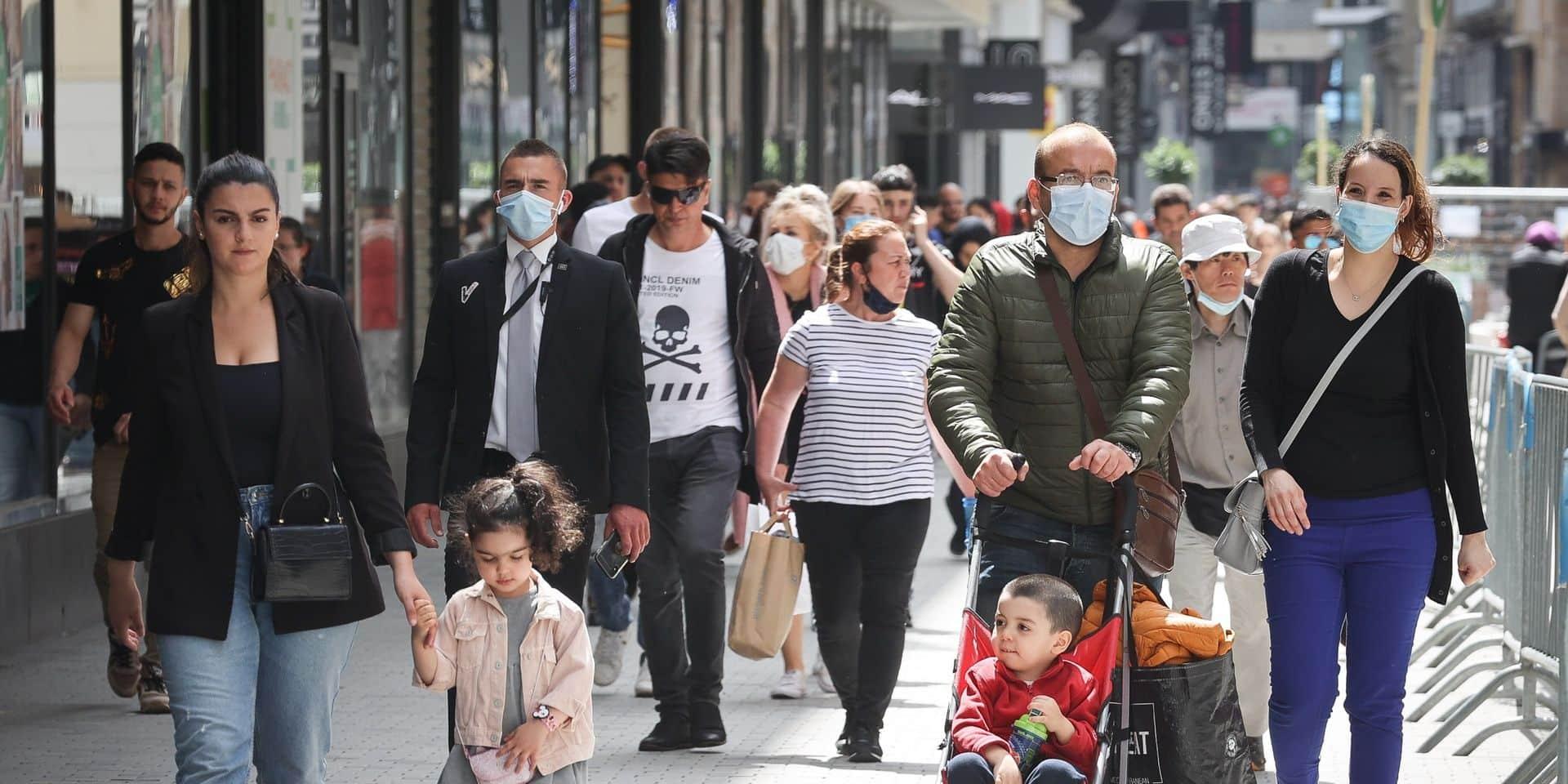 Le masque devient obligatoire dans les magasins et certains lieux publics à partir de samedi