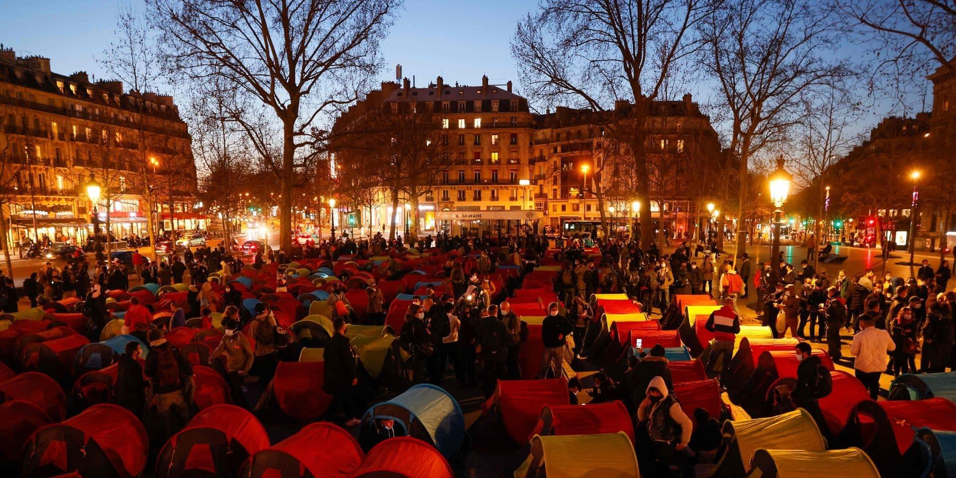 A Paris, la place de la République redevient un camp pour éxilés