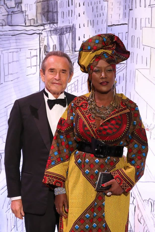 Jacky Ickx et sa femme Khadja Nin, somptueuse en tenue traditionnelle africaine.