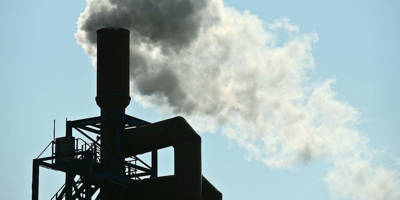 Fumée industrie pollution industriel usine norme CO carbone santé toxique cheminée ozone ciel air réchauffement climat