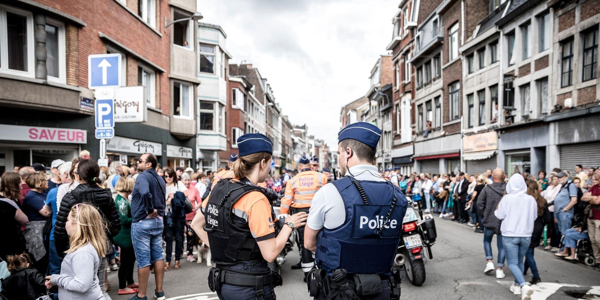 LIEGE. DISPOSITIF DE SECURITE DE LA POLICE DE LIEGE DURANT LE CORTEGE DU 15 AOUT. Photo Michel Tonneau