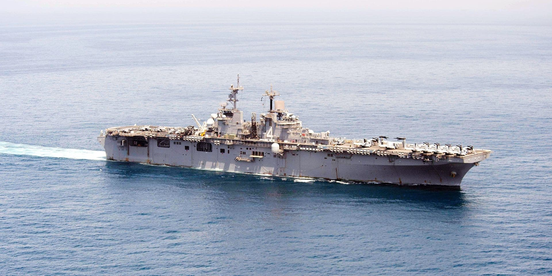 """In this image released by the US Nave, the amphibious assault ship USS Boxer transits The Gulf to conduct missions in support of Operation Inherent Resolve. - Boxer is the flagship for the Boxer Amphibious Ready Group and, with the embarked 13th Marine Expeditionary Unit, is deployed in support of maritime security operations and theater security cooperation efforts in the US 5th Fleet area of operations. (Photo by Craig Z. Rodarte / Navy Media Content Operations (N / AFP) / RESTRICTED TO EDITORIAL USE - MANDATORY CREDIT """"AFP PHOTO /US NAVY/Mass Communication Specialist 3rd Class Craig Z. Rodarte"""" - NO MARKETING NO ADVERTISING CAMPAIGNS - DISTRIBUTED AS A SERVICE TO CLIENTS"""