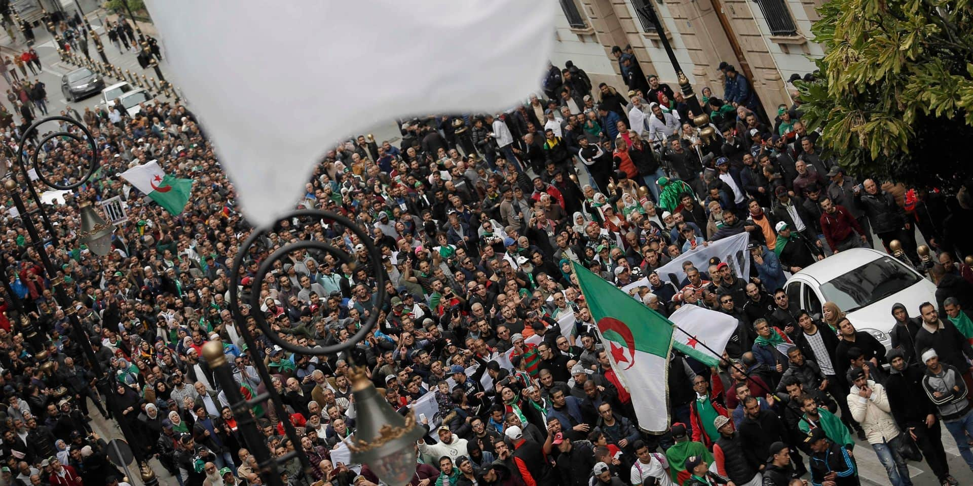 Algérie: de nombreux contestataires, dont une figure du mouvement, libérés