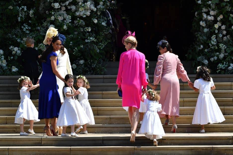 Les enfants d'honneur, dont la princesse Charlotte et le prince George, sont arrivés juste avant la mariée, en compagnie, notamment, de Kate Middleton.