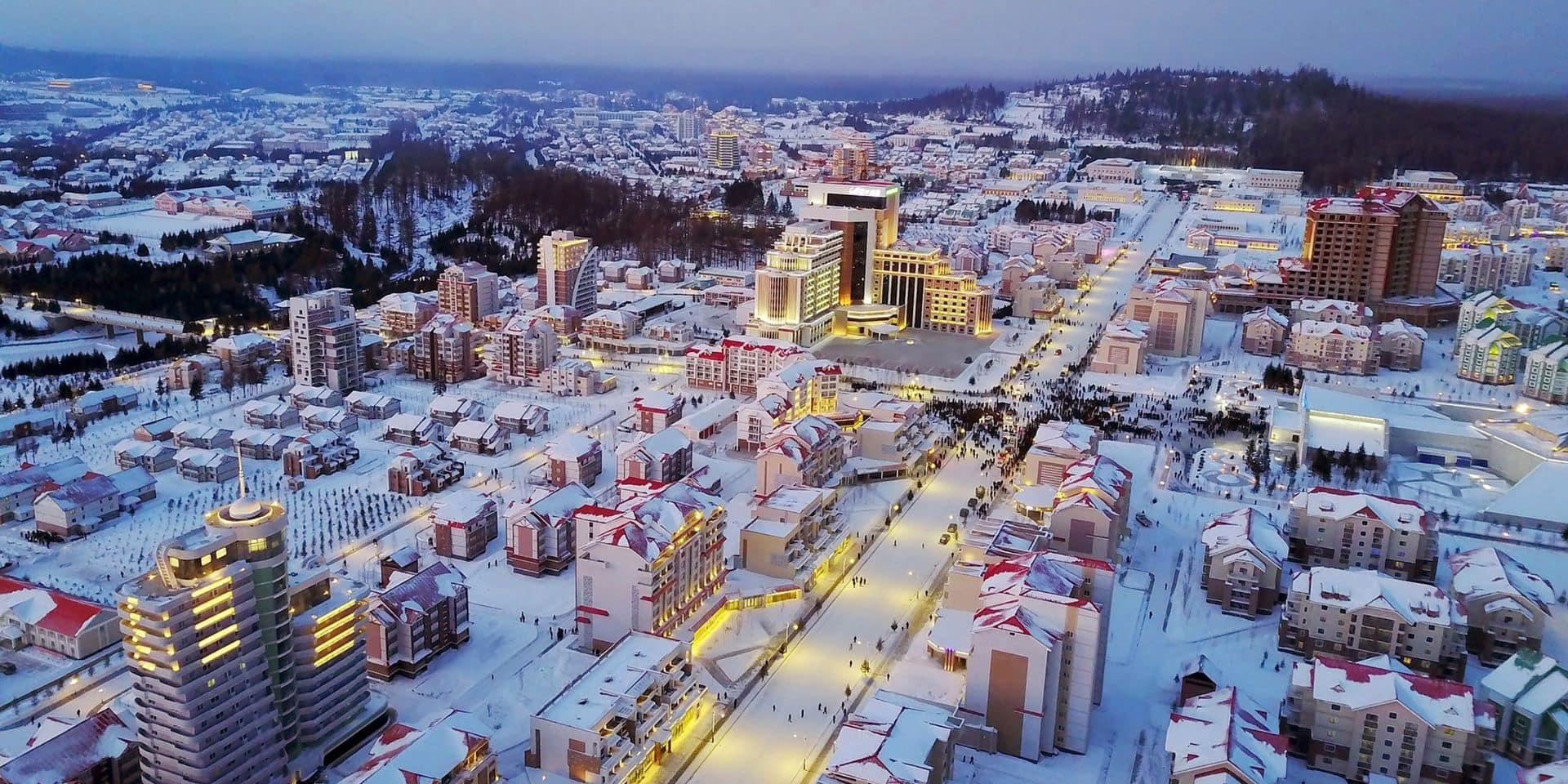 Corée du Nord: Kim Jong Un inaugure la ville nouvelle de Samjiyon, un projet titanesque aux confins du pays