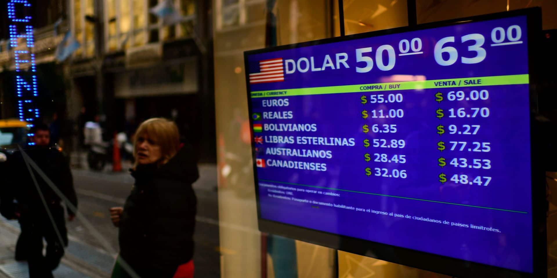 Argentine: le peso dégringole de près de 19% face au dollar après le revers de Macri