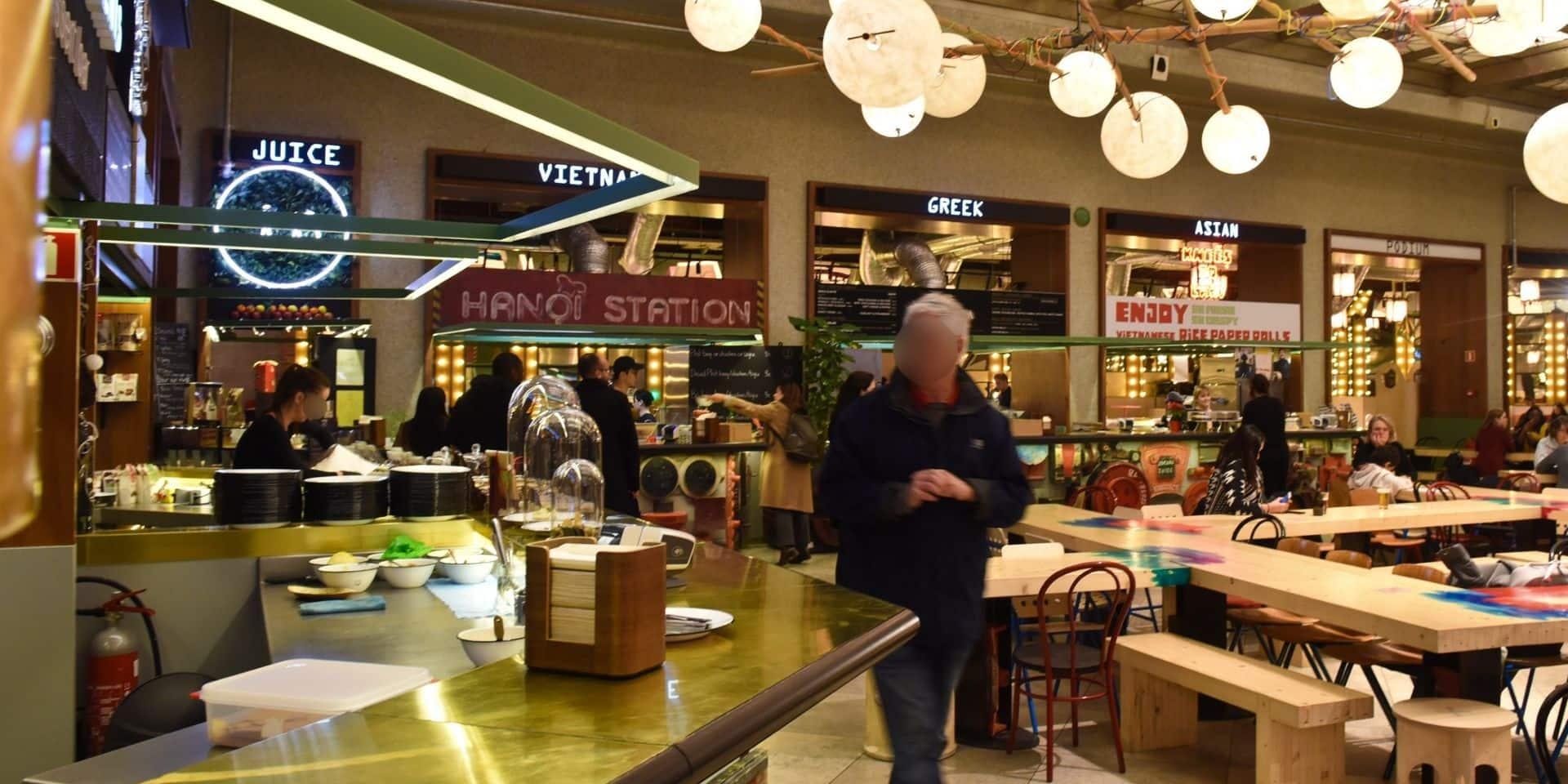"""""""Aucun respect des règles Covid"""" : une braderie dégénère en fête dans le restaurant Wolf à Bruxelles"""