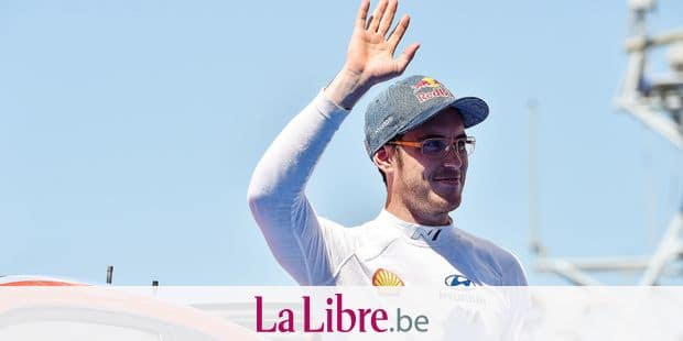 (FILES) In this file photo taken on June 16, 2019 Belgian driver Thierry Neuville, who celebrates his 31st birthday, waves after the 2019 FIA World Rally Championship stage of Sardinia in Alghero. - Ott Tanak seeks a German rally hat trick this weekend as the Toyota driver tries to press home his advantage atop the World Rally Championship rankings and keep Citroen's Sebastien Ogier and Hyundai's Thierry Neuville at bay. (Photo by Andreas SOLARO / AFP)