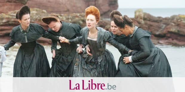 4113_D018_00521_RC (l-r.) Liah O'Prey stars as Mary Livingston, Maria Dragus as Mary Fleming, Saoirse Ronan as Mary Stuart, Eileen O'Higgins as Mary Beaton and Izuko Hoyle as Mary Seton in MARY QUEEN OF SCOTS, a Focus Features release. Credit: Liam Daniel / Focus Features