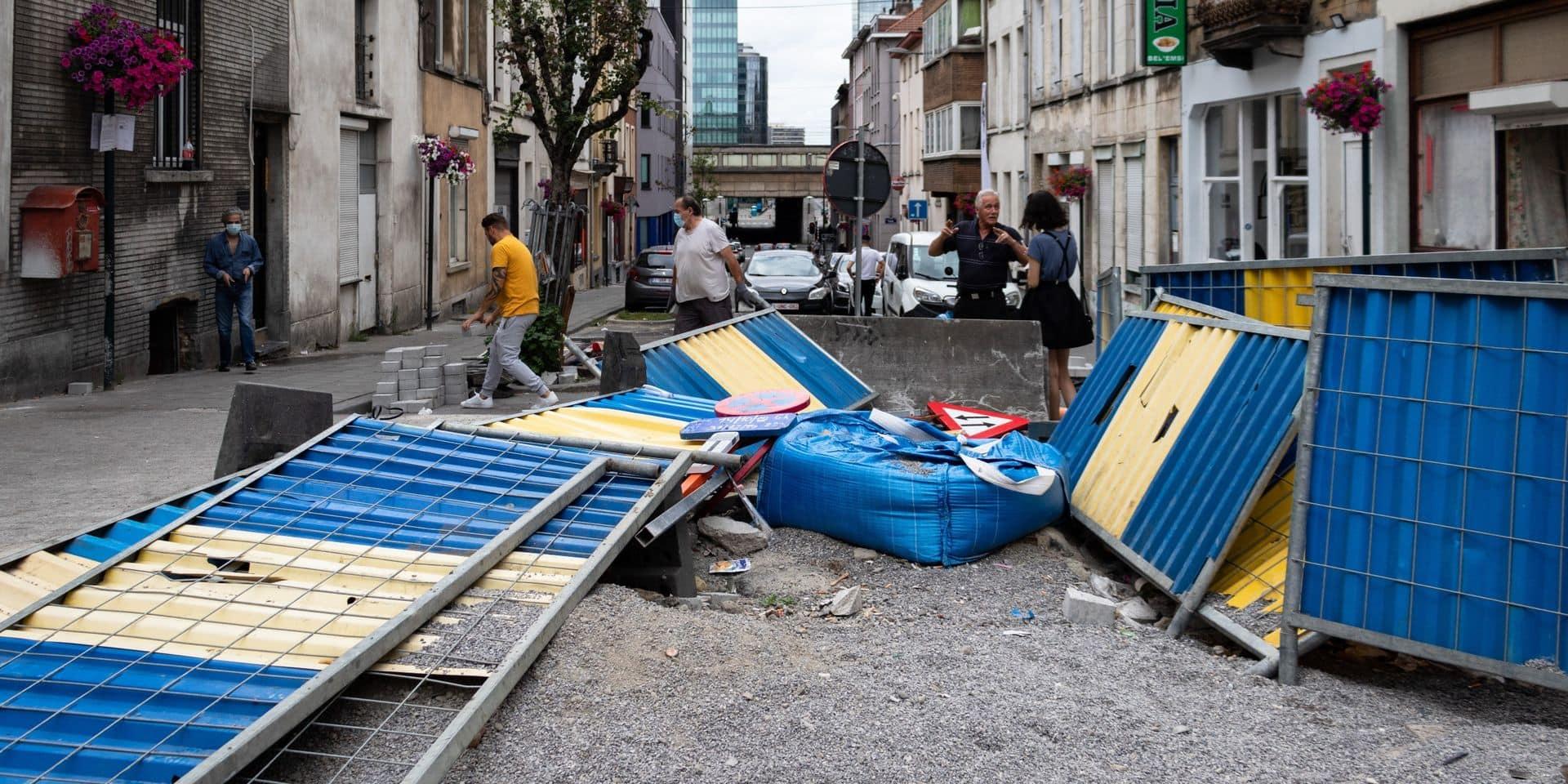 """Enervés, des riverains déblayent un chantier à Saint-Josse : """"On se croirait dans un ghetto"""""""