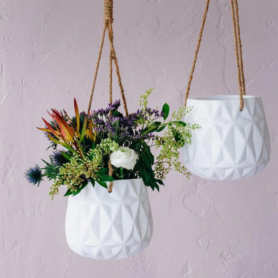 Pot de fleurs en céramique et jute, 35,99€,                  www.zarahome.com