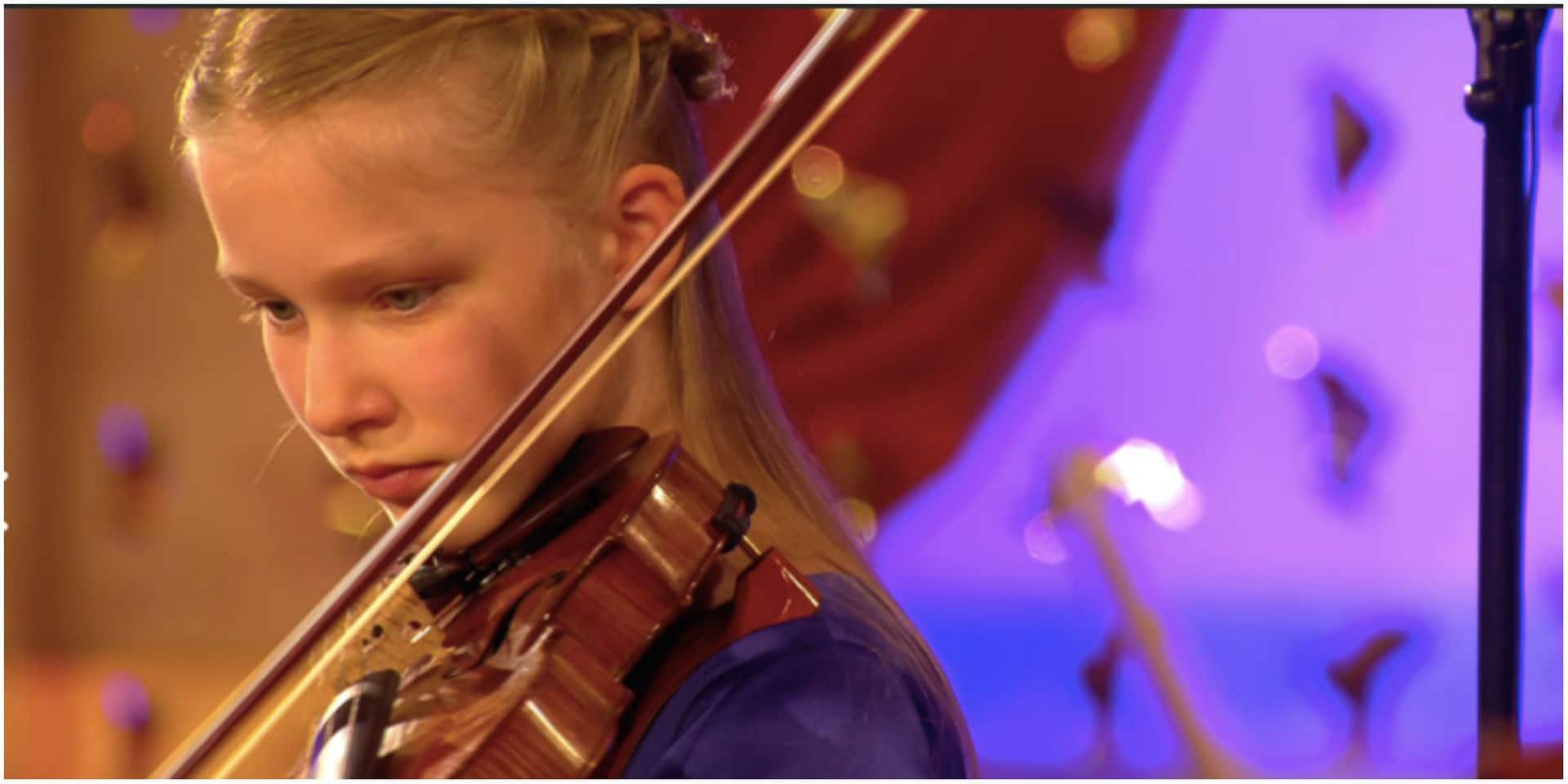 La Princesse Éléonore au violon et le Prince Emmanuel au saxo pour le concert de Noël au Palais royal