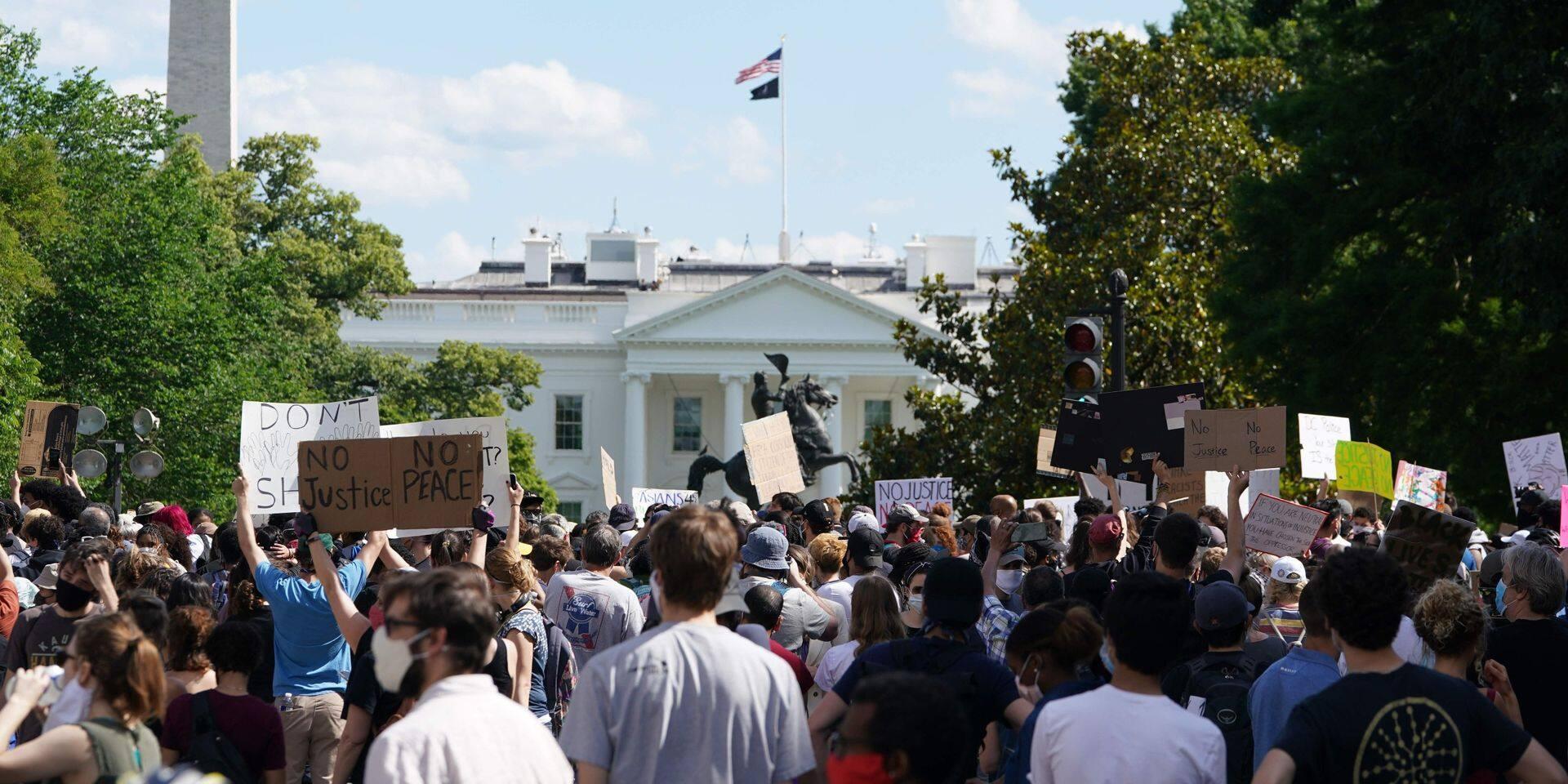 Décès de George Floyd: heurts devant la Maison Blanche, les déploiements de garde nationale se multiplient face aux émeutes