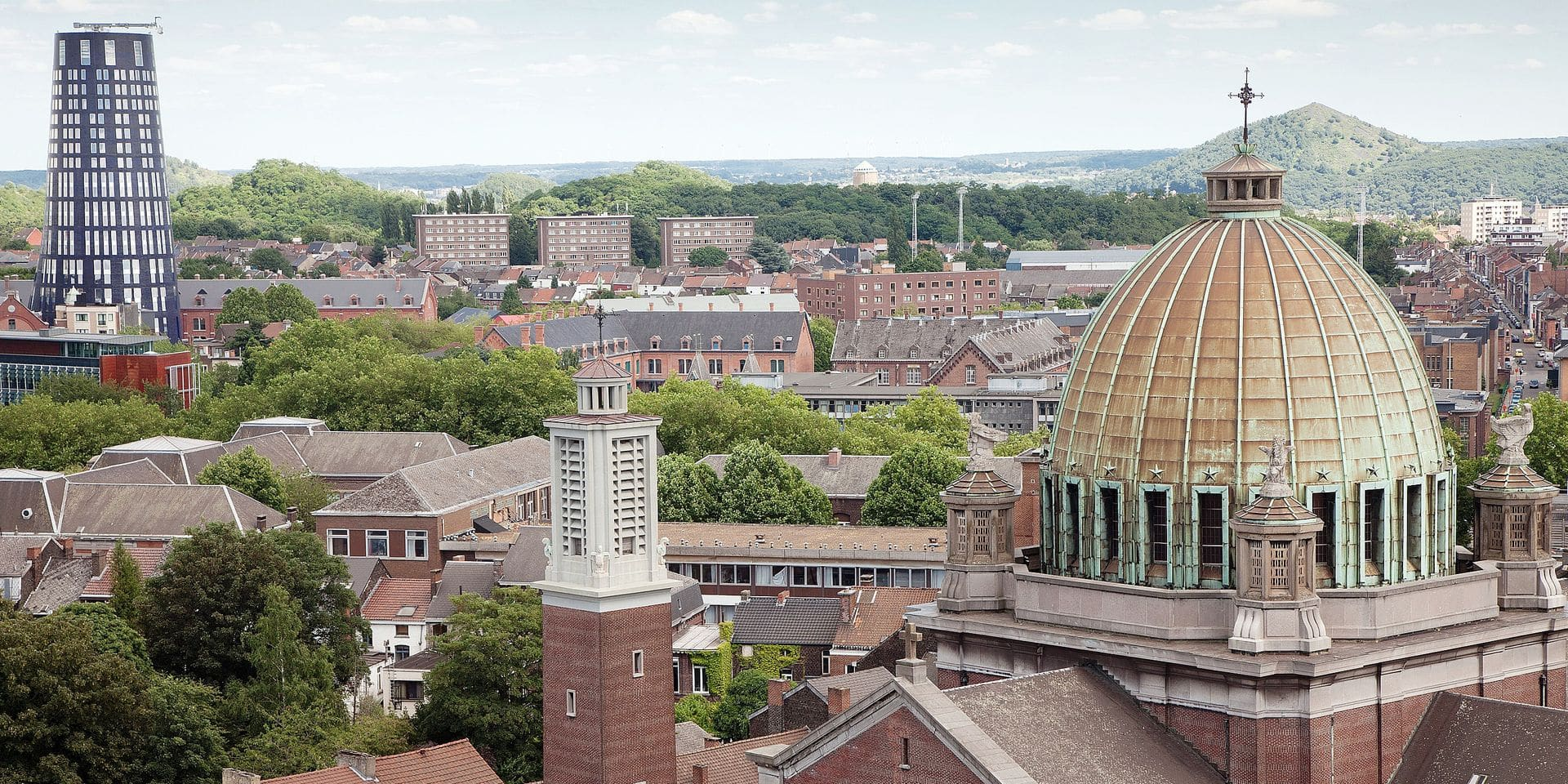 Vue sur lae dôme de la basilique Saint-Christophe et la tour de police de Charleroi 12/08/2015 PICTURE NOT INCLUDED IN THE CONTRACT