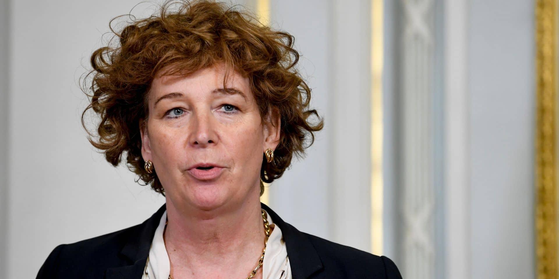 """Petra De Sutter: """"A l'heure actuelle, M. Cornelis reste président de bpost"""""""