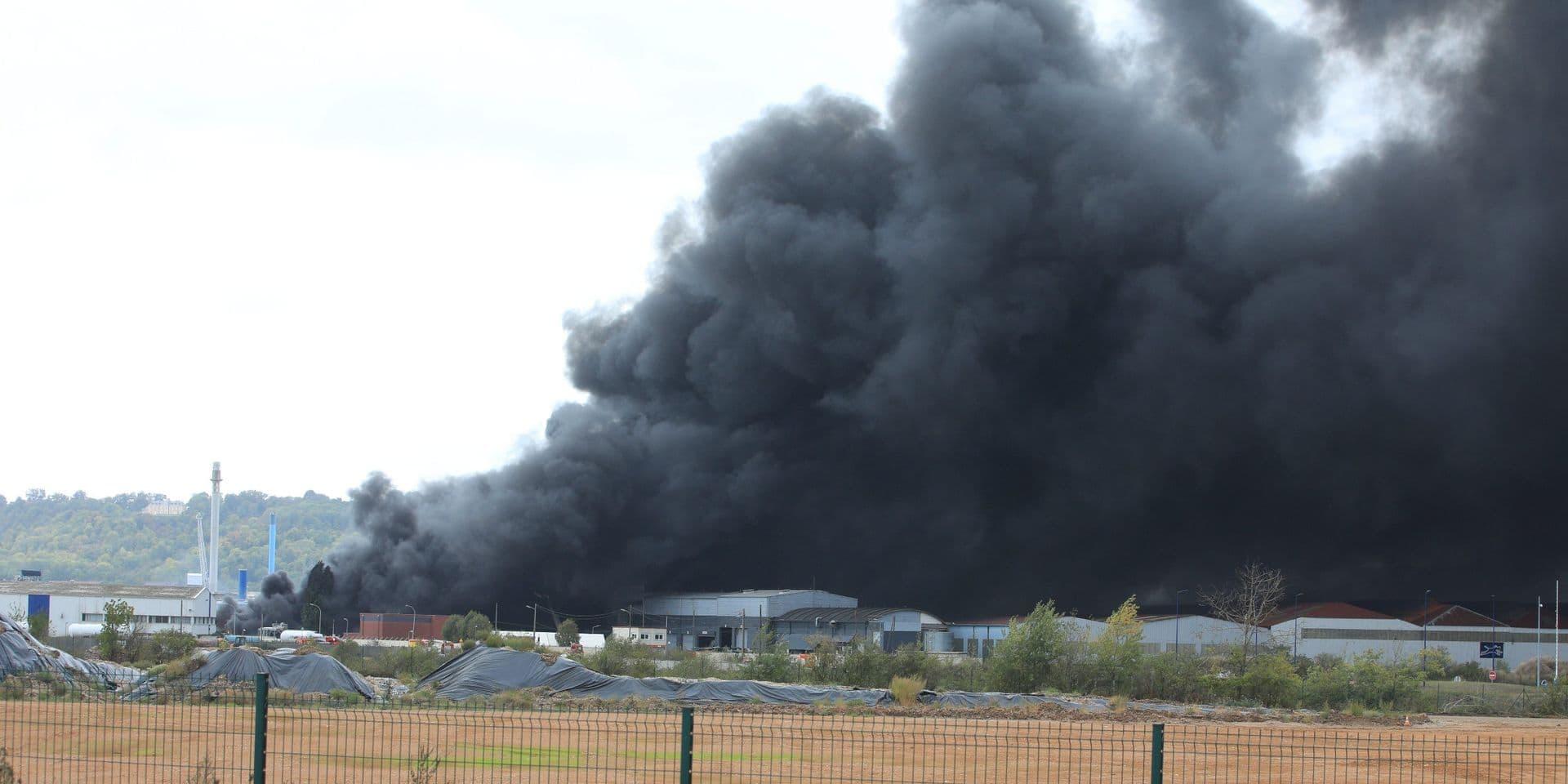 Incendie d'une usine à Rouen: 224 passages aux urgences, dont huit hospitalisations