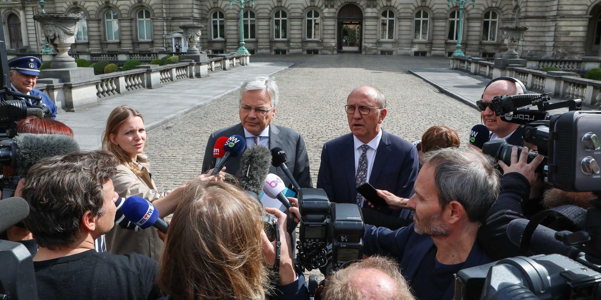 """Didier Reynders réagit à la sortie du Palais: """"Il faut mieux que les choses se fassent dans la discrétion"""""""