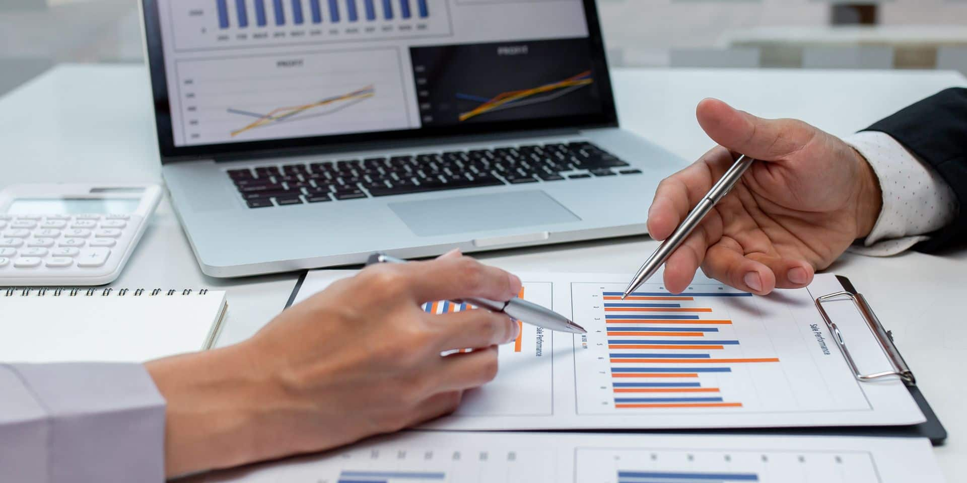 Close,Up,Of,Business,Team,Analyzing,Income,Charts,And,Graphs