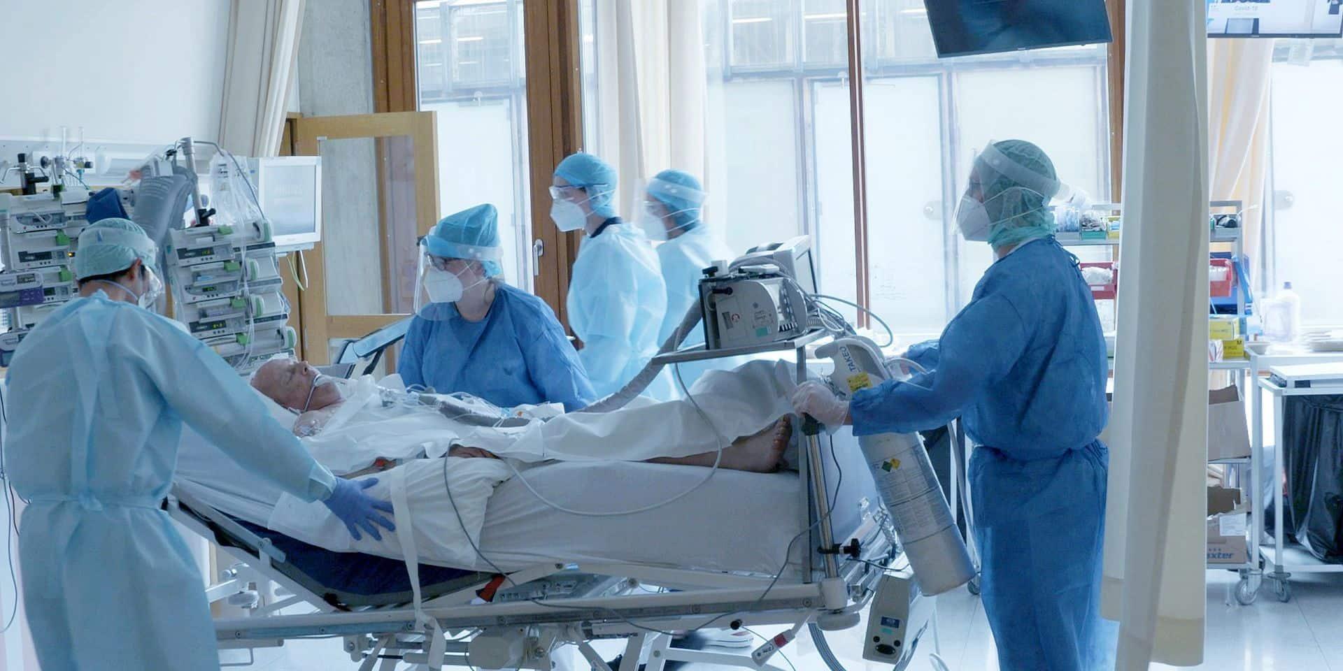 """""""En attendant la deuxième vague"""", le documentaire qui retrace ce moment où les soignants liégeois ont pris la première vague de face"""
