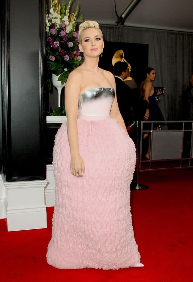 Katy Perry a choisi une robe Balmain qui ressemblait à un bonbon ou un gâteau, on hésite.