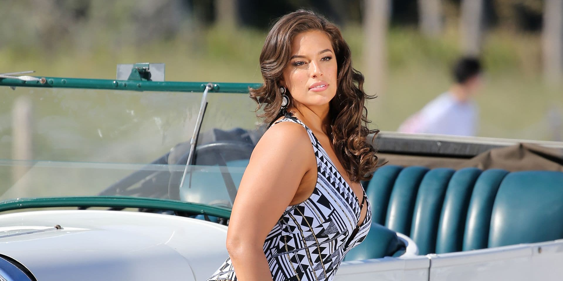 Ashley Graham: Des photos sans filtre pour sa nouvelle collection de mailots de bain