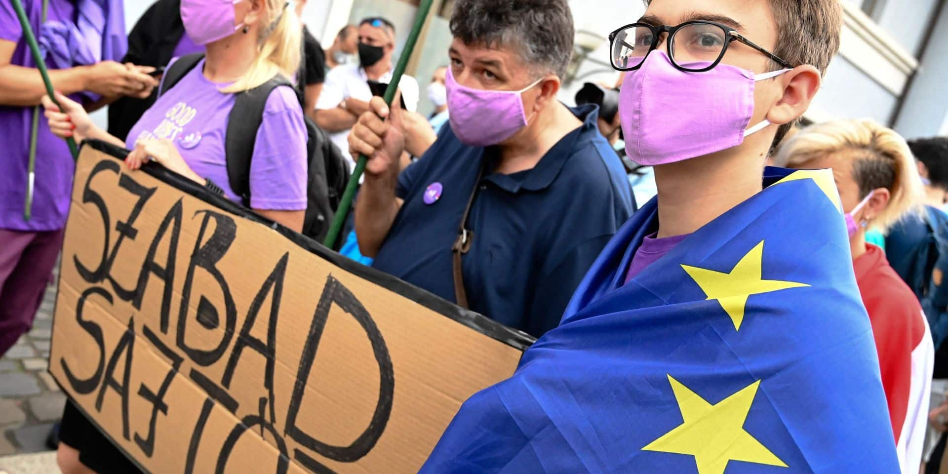 La Hongrie étouffe la presse indépendante, l'Europe reste immobile