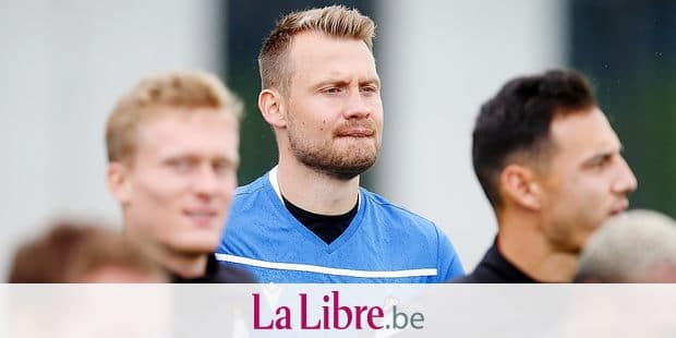 Club's new goalkeeper Simon Mignolet (C) pictured during a training session of Belgian soccer team Club Brugge, Monday 05 August 2019 in Knokke, in preparation of Tomorrow's match against Ukrainian club Dynamo Kyiv in the third qualifying round of the UEFA Champions League. BELGA PHOTO BRUNO FAHY