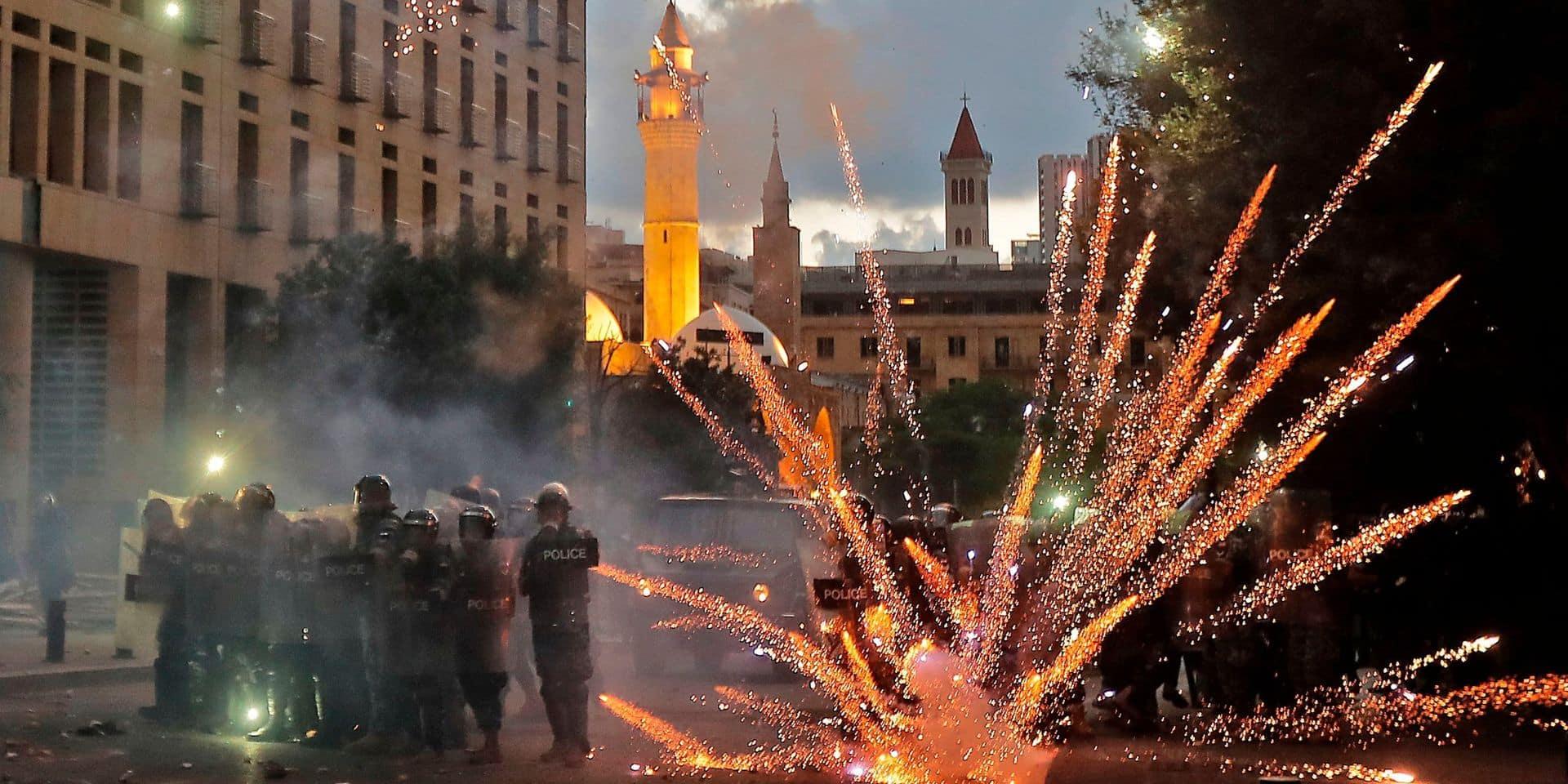 Explosions à Beyrouth: le Liban cherche un nouveau gouvernement, la rue indifférente et en colère