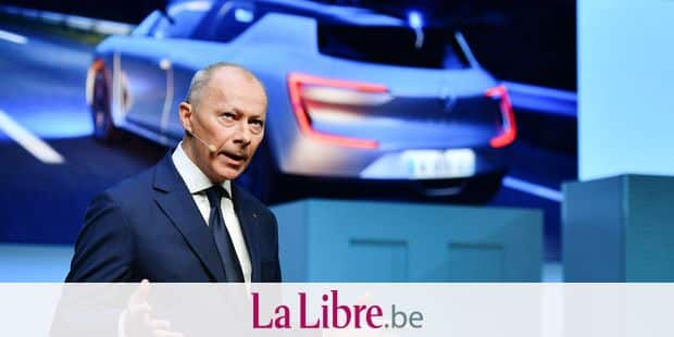 """(FILES) In this file photo taken on March 06, 2018 Deputy General Director of French auto manufacturer Renault, Thierry Bollore speaks during the first press day of the Geneva International Motor Show in Geneva. - French automaker Renault said on November 20, 2018 it had appointed its chief operating officer as deputy CEO to ensure day-to-day management after the arrest of chief Carlos Ghosn, who will remain chief executive. After an emergency board meeting, Thierry Bollore would become deputy CEO with Ghosn """"temporarily incapacitated"""" following his arrest on November 19, 2018 in Japan on financial misconduct charges. (Photo by Fabrice COFFRINI / AFP)"""