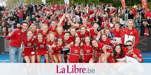 Antwerp's players celebrate after winning a hockey game between R. Antwerp H..C and Royal Racing Club de Bruxelles, the return leg of the finals of the play-offs of the women's 'Belfius League' Belgian hockey competition, Sunday 12 May 2019 in Lier. BELGA PHOTO JOHN THYS