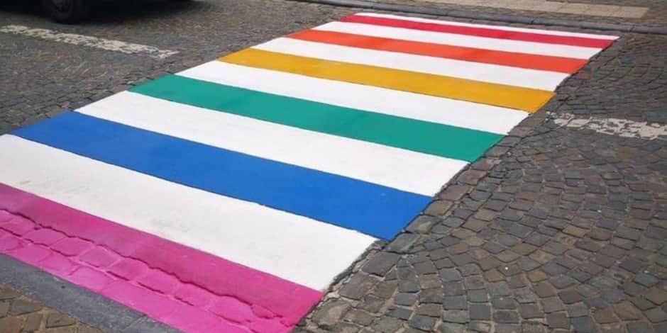Mons: Un passage piéton aux couleurs du Rainbow Flag