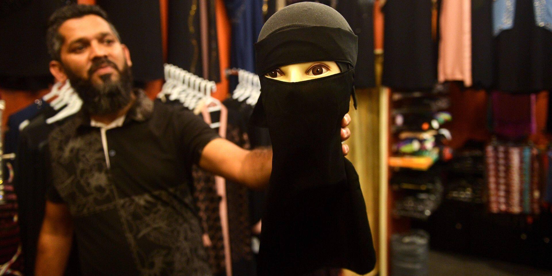 """Les femmes musulmanes renoncent aux tenues islamiques au Sri-Lanka: """"Personne ne devrait masquer son visage"""""""