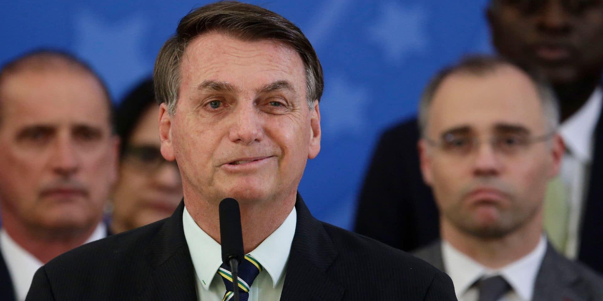 Coronavirus: Bolsonaro demande aux Brésiliens de filmer les hôpitaux et suscite un tollé